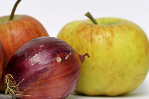 Cibule a jablko