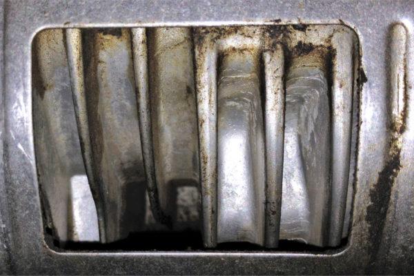 Čištěná žebra vzduchem chlazeného motoru