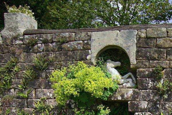 Zeď z kamenných kvádrů